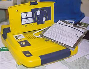 Умный автоматический дефибриллятор для общественных мест